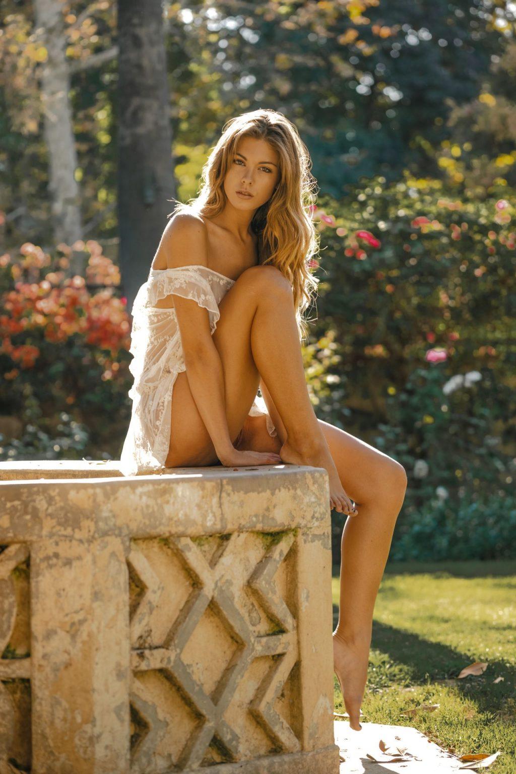 Carmella nackt