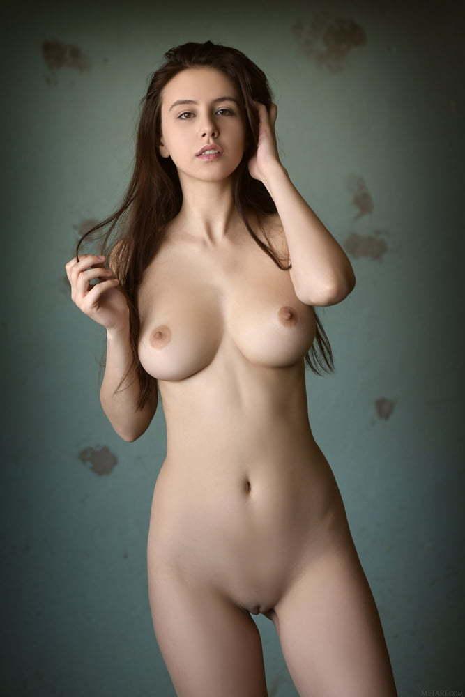 Amore nude alisa Alisa Amore