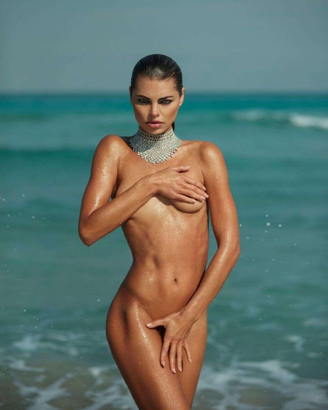 Anastasia Mironova  nackt