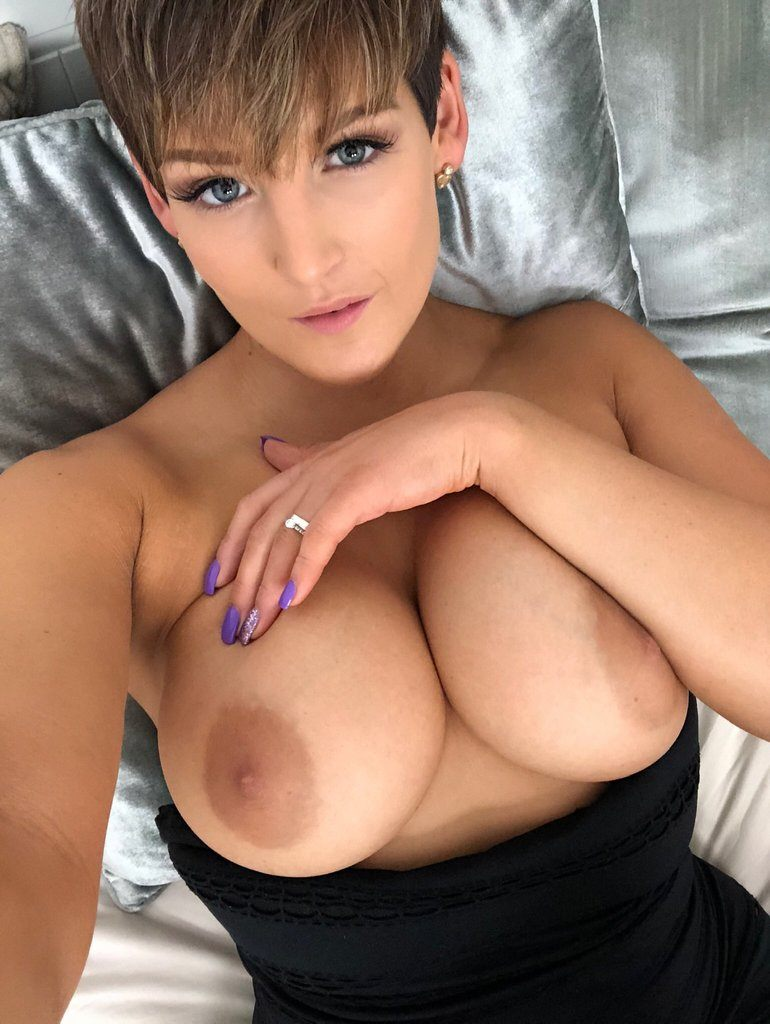 Hannah Brooks  nackt