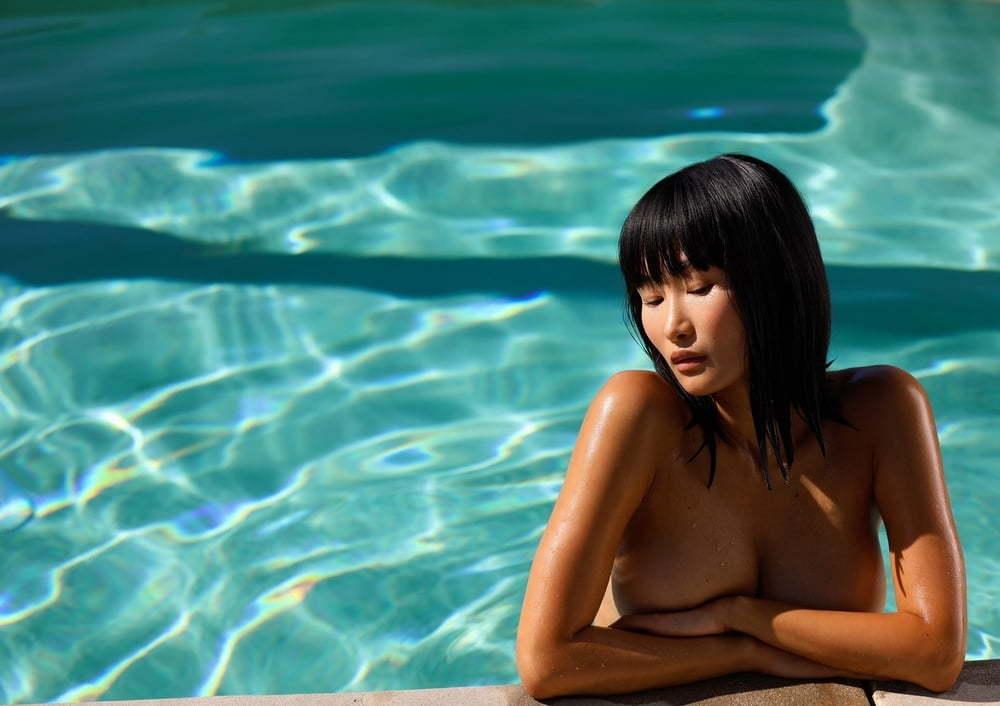 Sizzling Hot Miki Hamano Gets Naked Outside