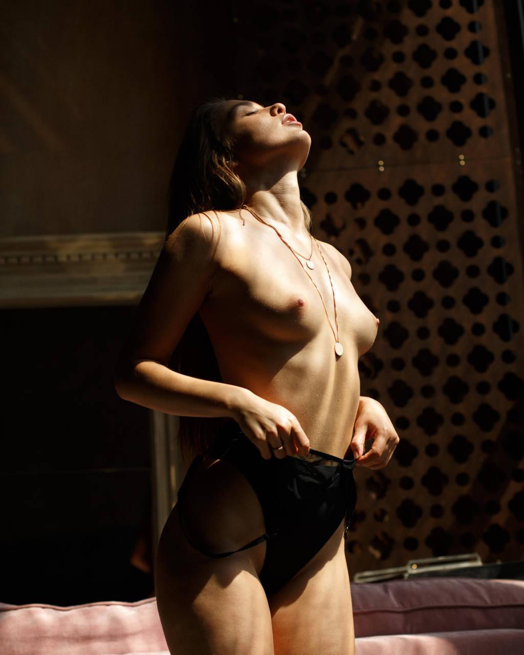 Polina Grosheva  nackt