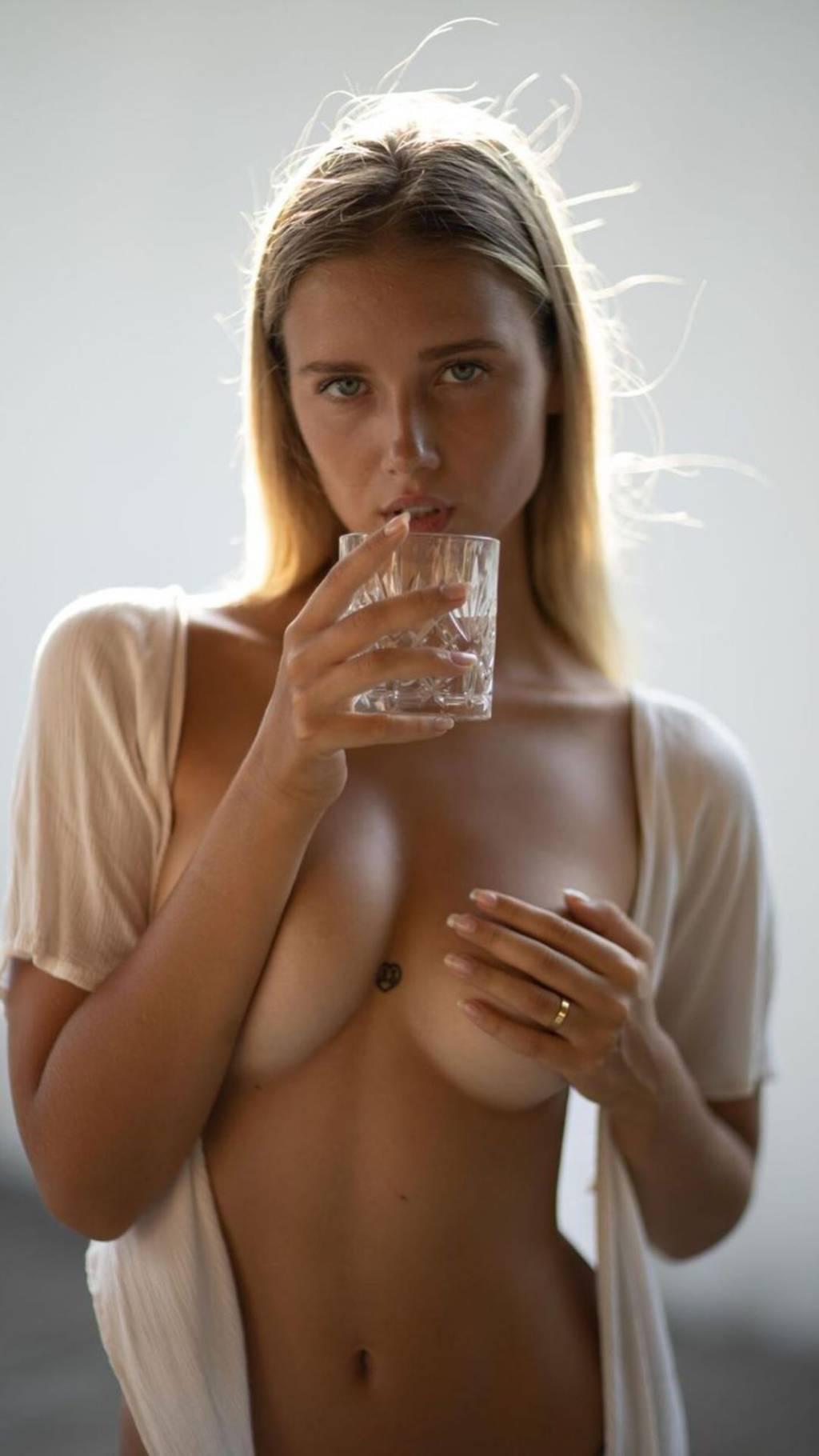 Polina nackt Grosheva Pamela Franklin