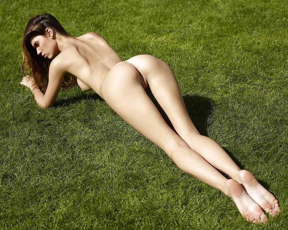 Victoria Racimo Nude