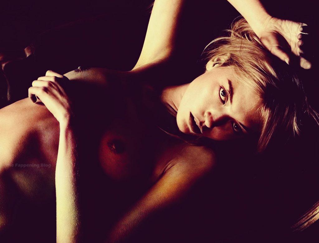 Stella Maxwell  nackt